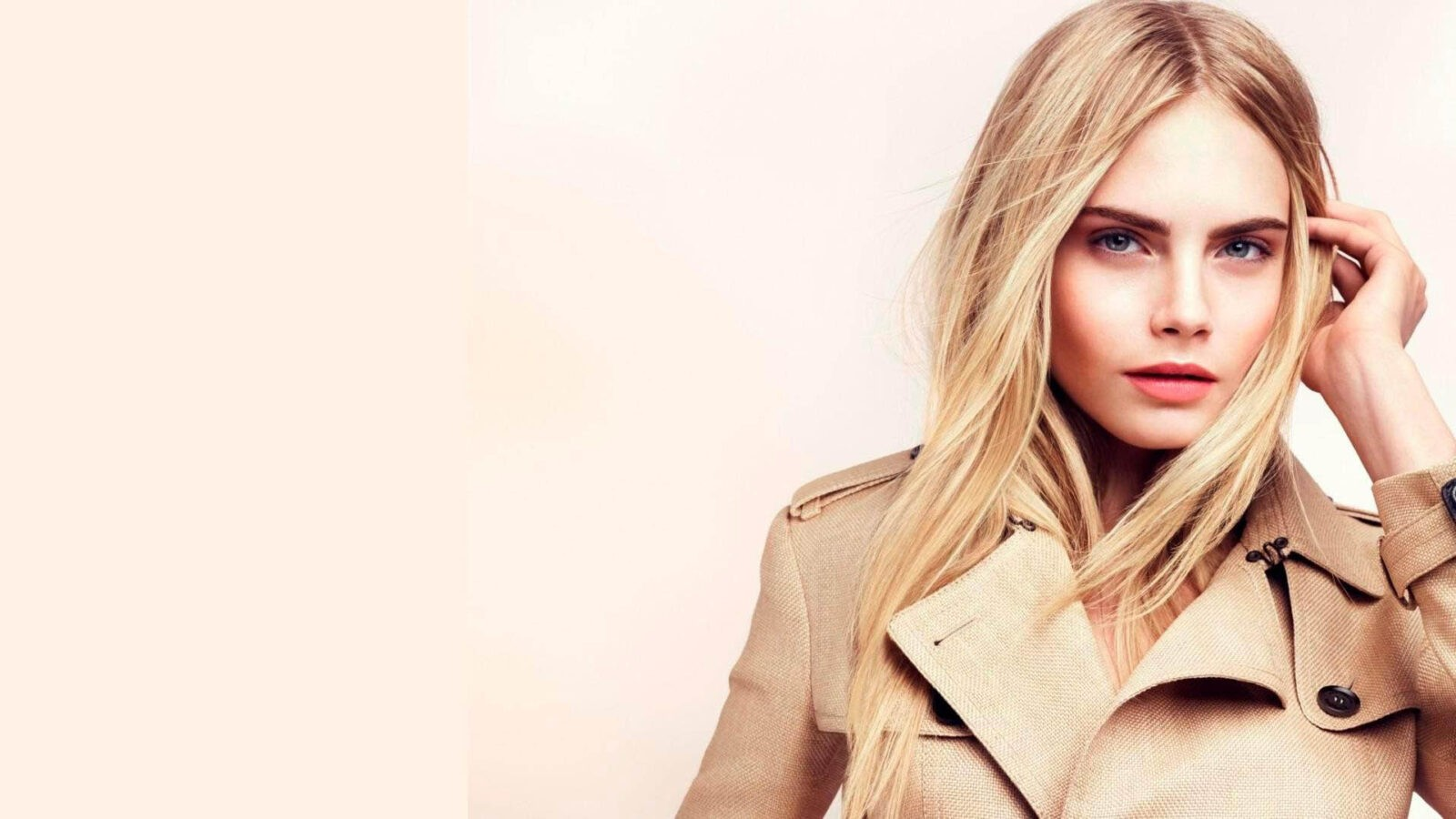 Cara Delevingne dressed in the coat, free image