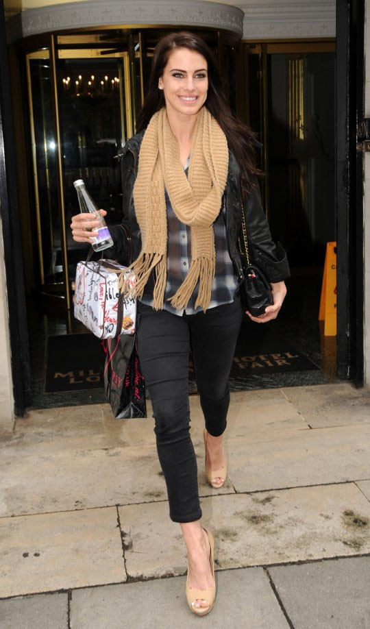 Jessica Lowndes style with light color scarf
