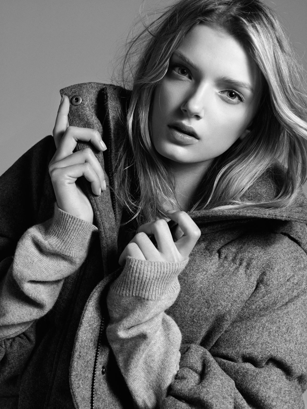 Stylish Lily Donaldson for mobiles
