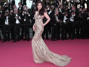 Aishwarya Rai Bachchan in amazing dress on the red carpet
