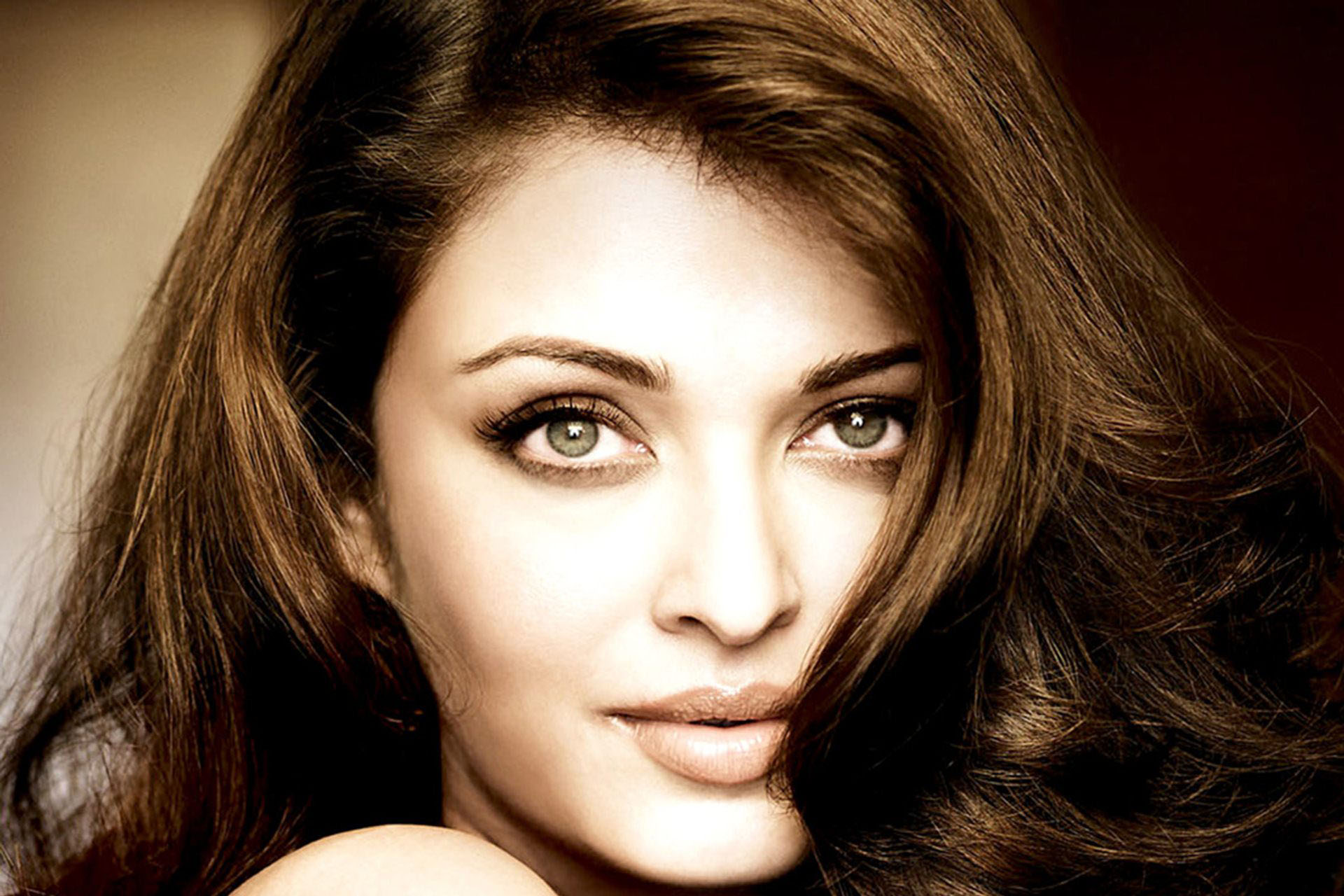 Aishwarya Rai Bachchan wallpapers HD Download