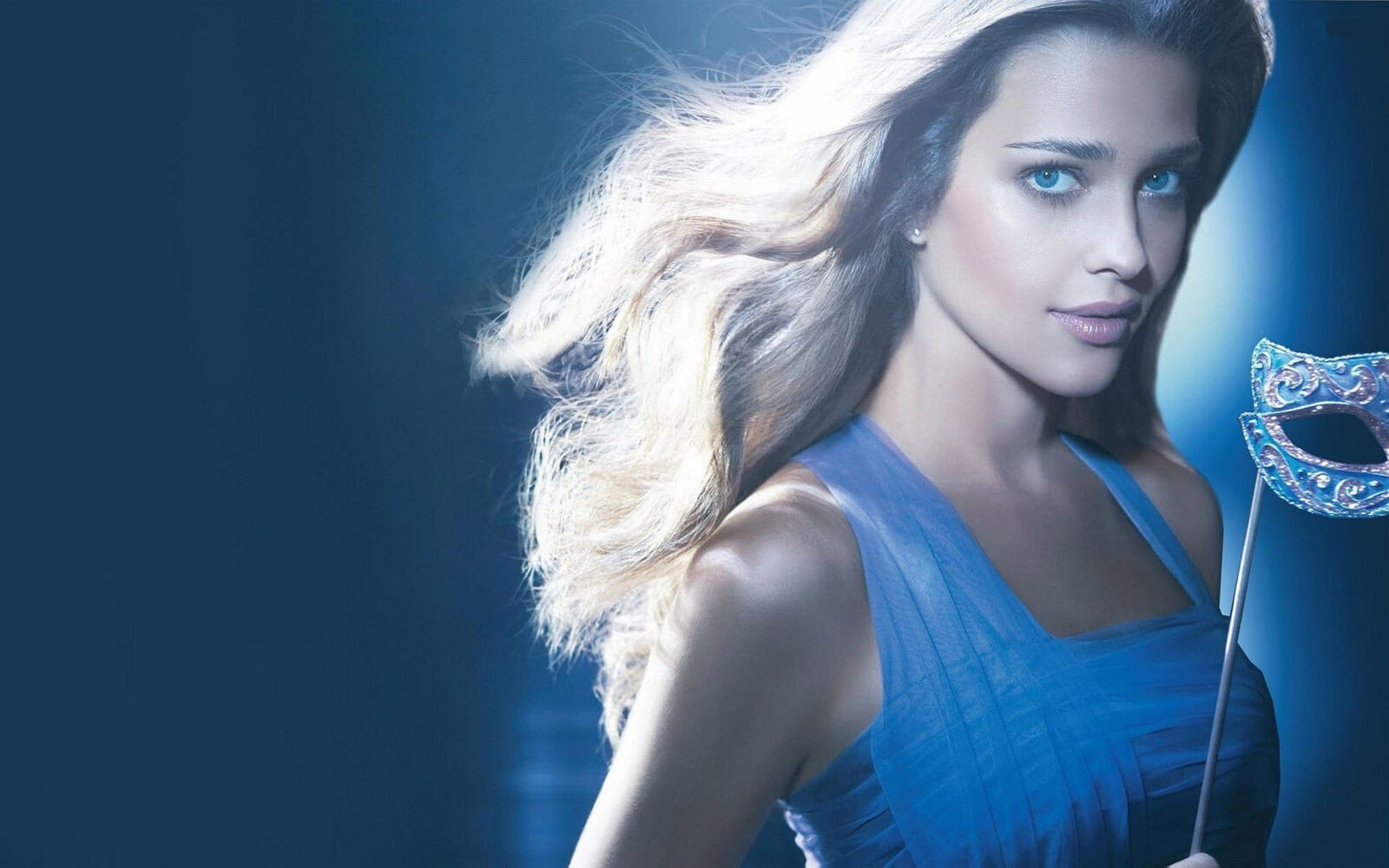 wallpaper High quality Ana Beatriz Barros in blue dress with mask