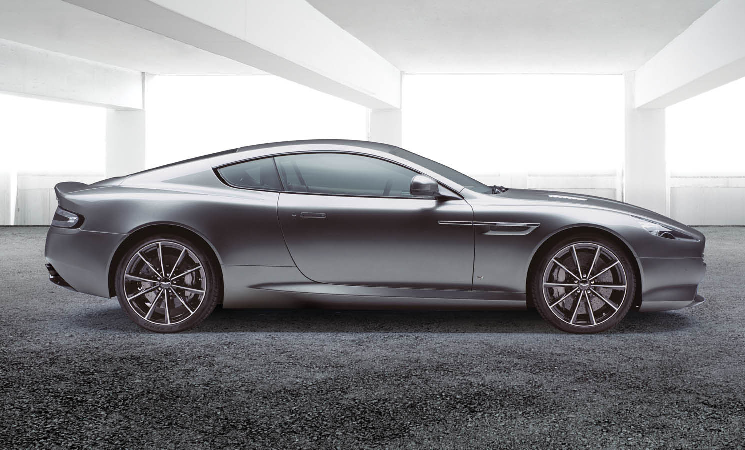 Aston Martin db9 side