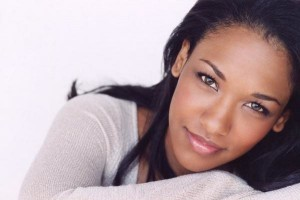 Candice Patton makeup