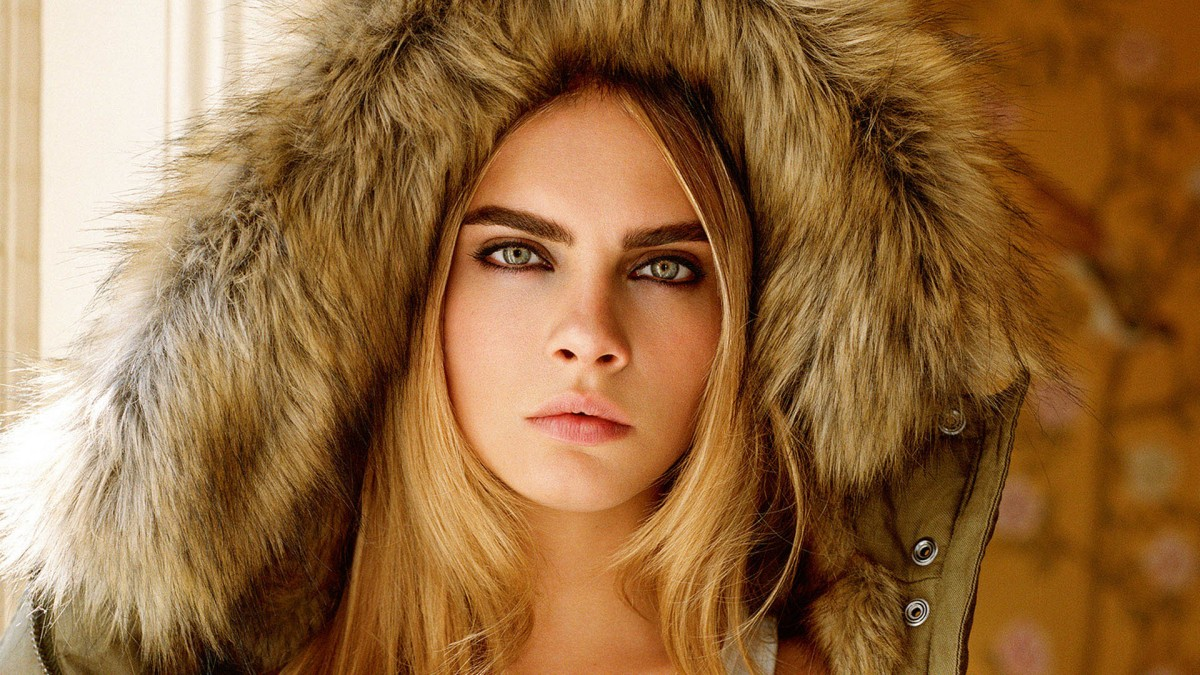 Wallpaper Cara Delevingne with hood