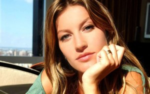 Beautiful face of Gisele Bundchen HD wallpaper