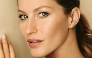 Pretty face Gisele Bundchen eyes, lips, eyebrows HD background