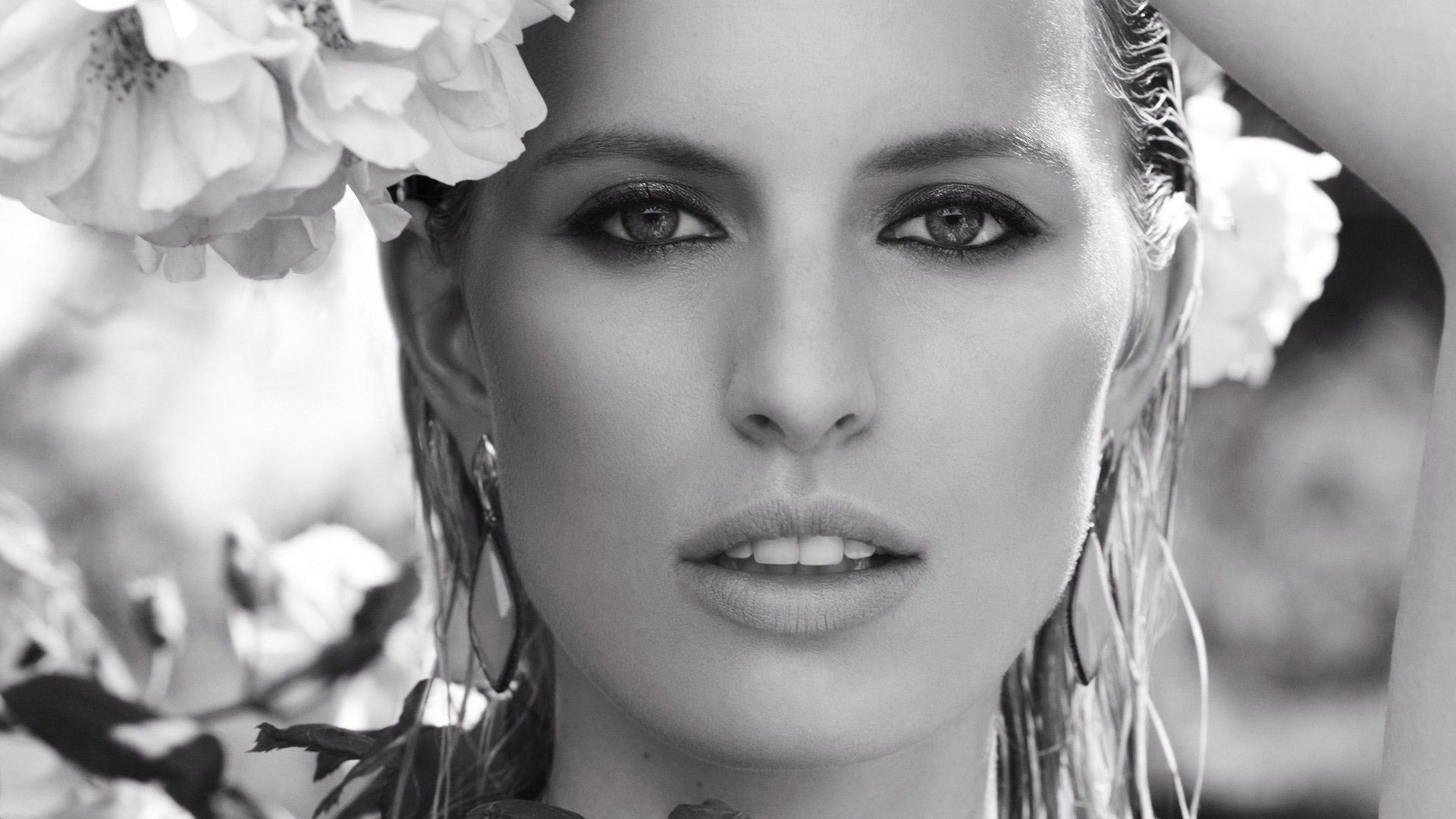 Karolina Kurkova black and white
