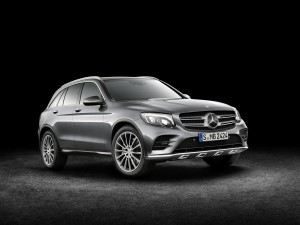 Mercedes-Benz GLC 350e 4MATIC, EDITION Black background