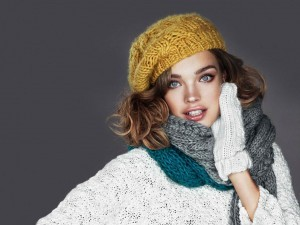Cute Natalia Vodianova HD wallpaper in hat for iPad