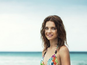 High quality picture Natalia Vodianova curly wet hair