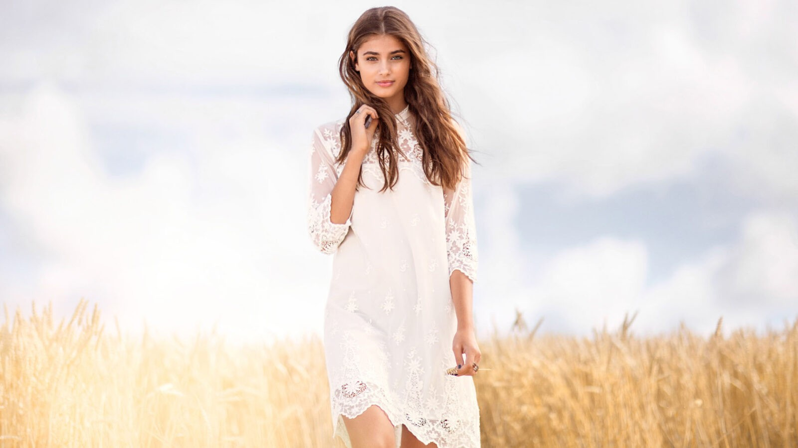 wallpaper of Taylor Hill in white dress