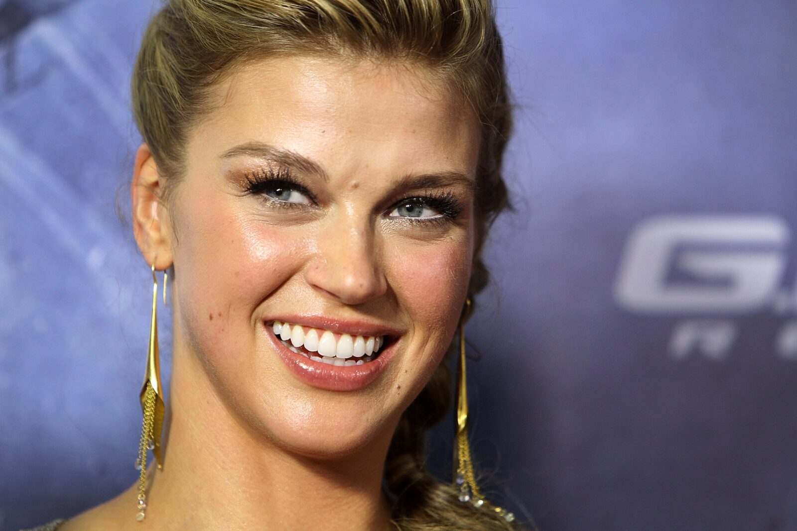 Adrianne Palicki Smile Image Hd Image 9 On Wallpapersqq