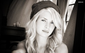 Brittany Robertson bw HD for desktop