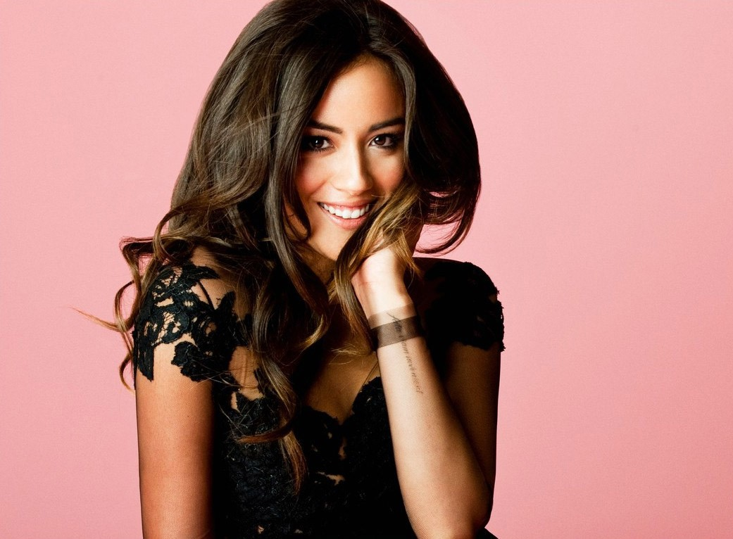 Chloe Bennet HD wallpaper