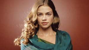 Denise Richards 1366x768