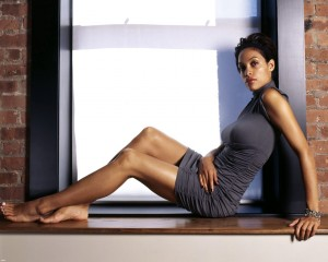 Cute Rosario Dawson in dress