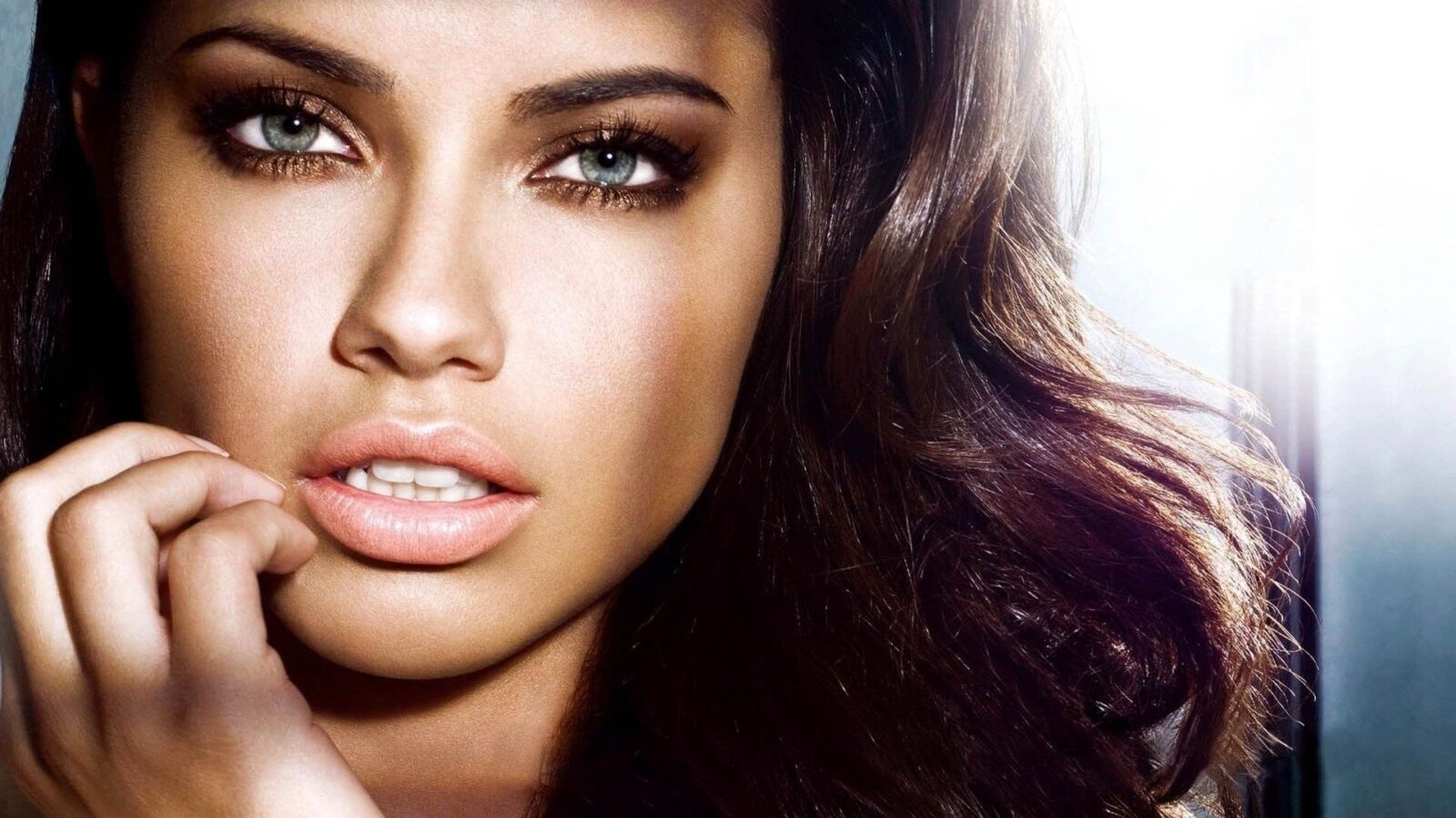 Image of Adriana Lima face