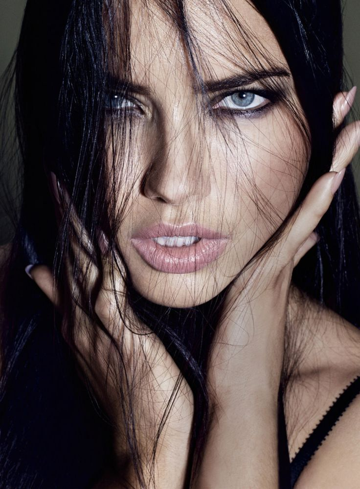 Full HD pics of Adriana Lima for mobiles