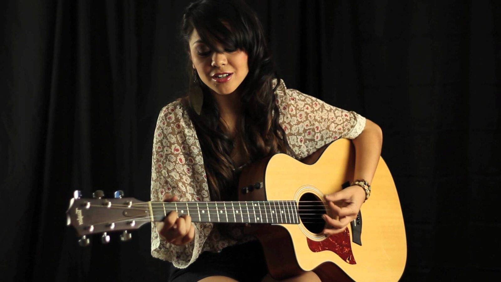 Alyssa Bernal with guitar