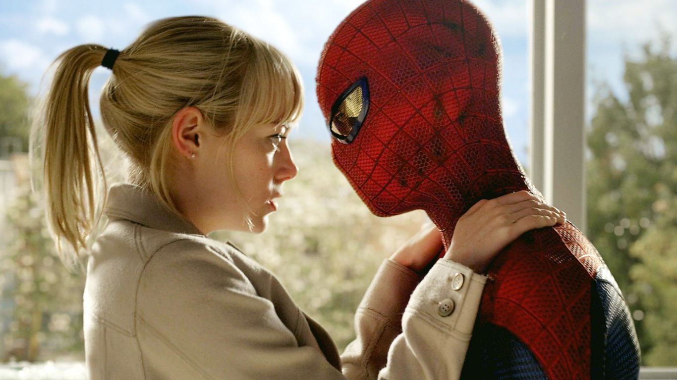 Blonde Emma Stone with spider-man pictures