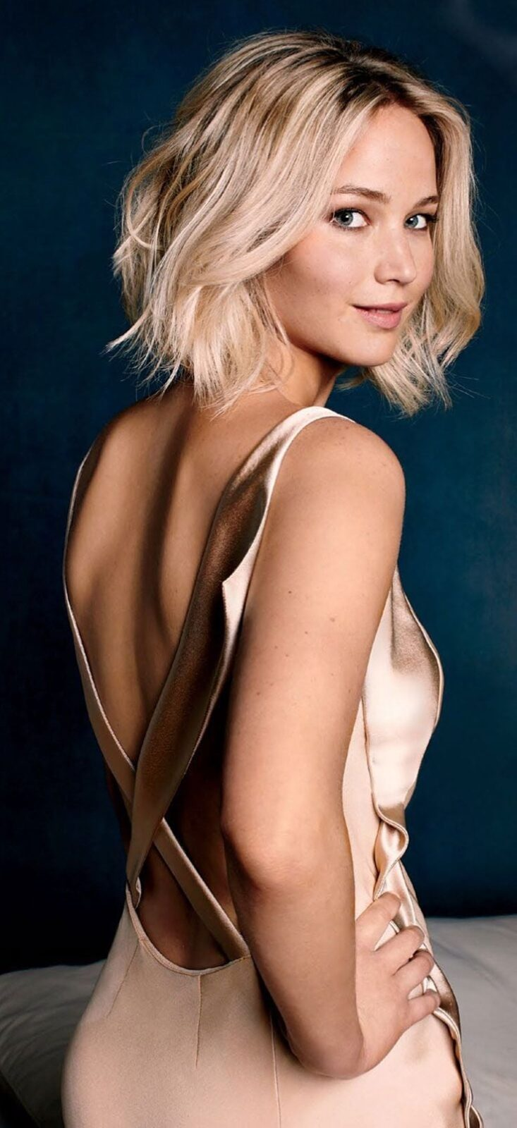 Blonde Jennifer Lawrence short hair HD wallpapers for mobiles