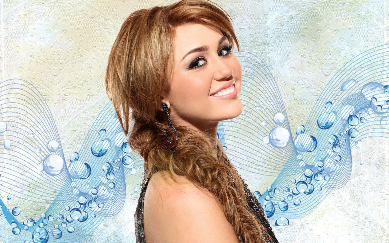 Cool Miley Cyrus smile free download