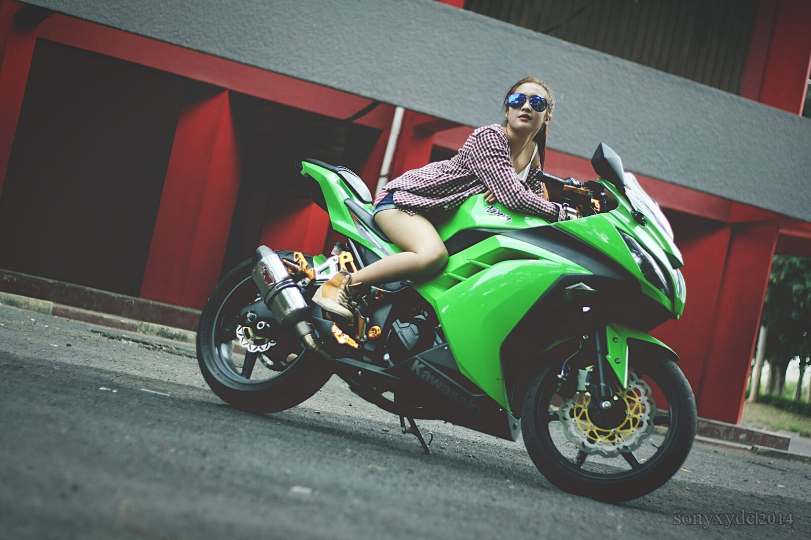 kawasaki girls In 2013, kawasaki replaced the 250 with the all-new 300cc version without sacrificing all the confidence inspiring characteristics that made it a bestseller among women the kawasaki ninja 300 has a seat height of 309 inches.