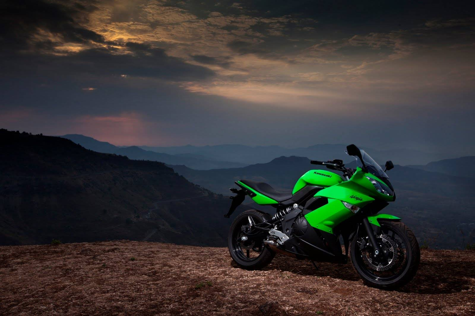 Green Kawasaki Ninja 650R background