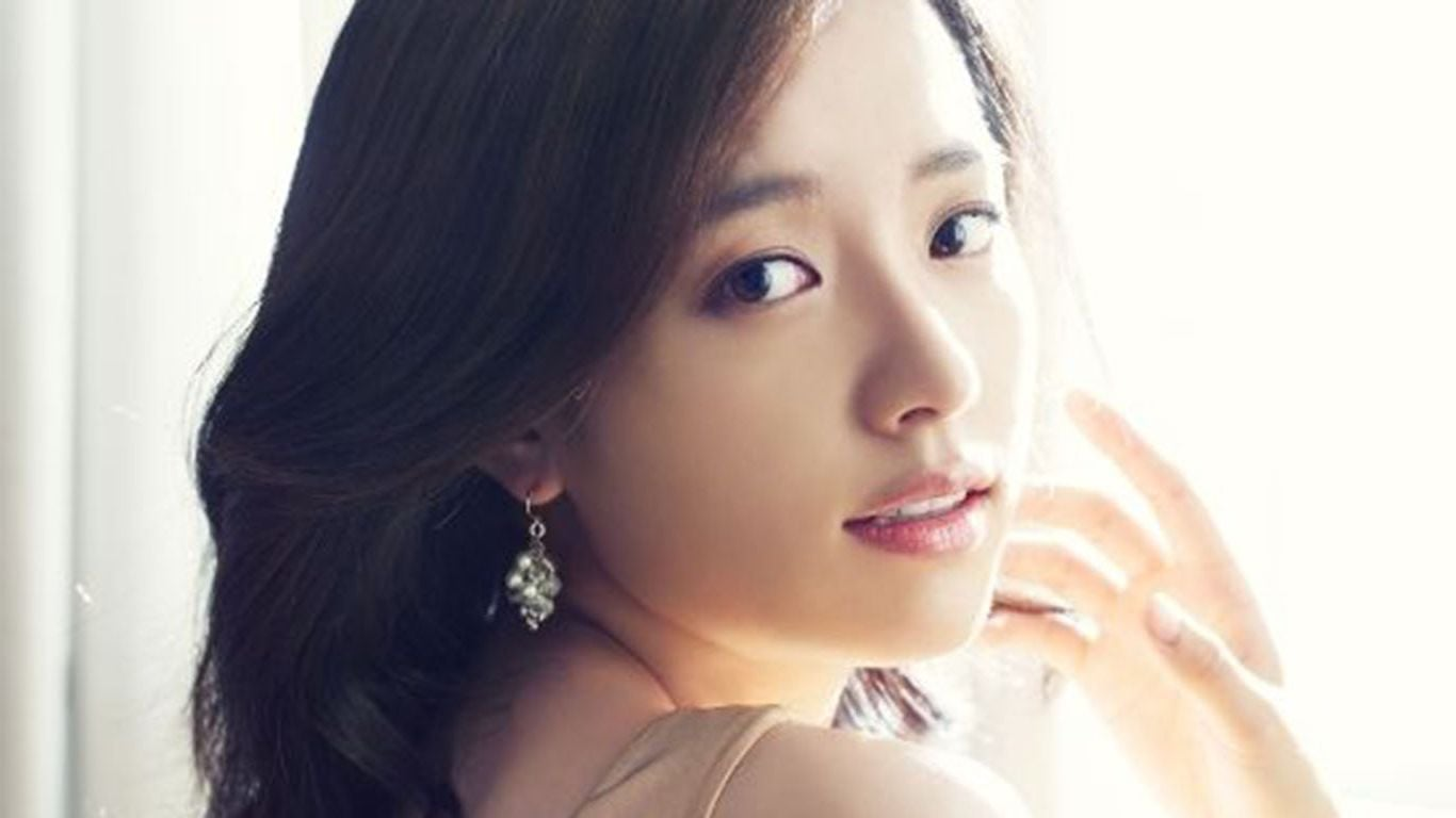http://wallpapersqq.net/wp-content/uploads/2015/12/Han-Hyo-Joo-earrings.jpg