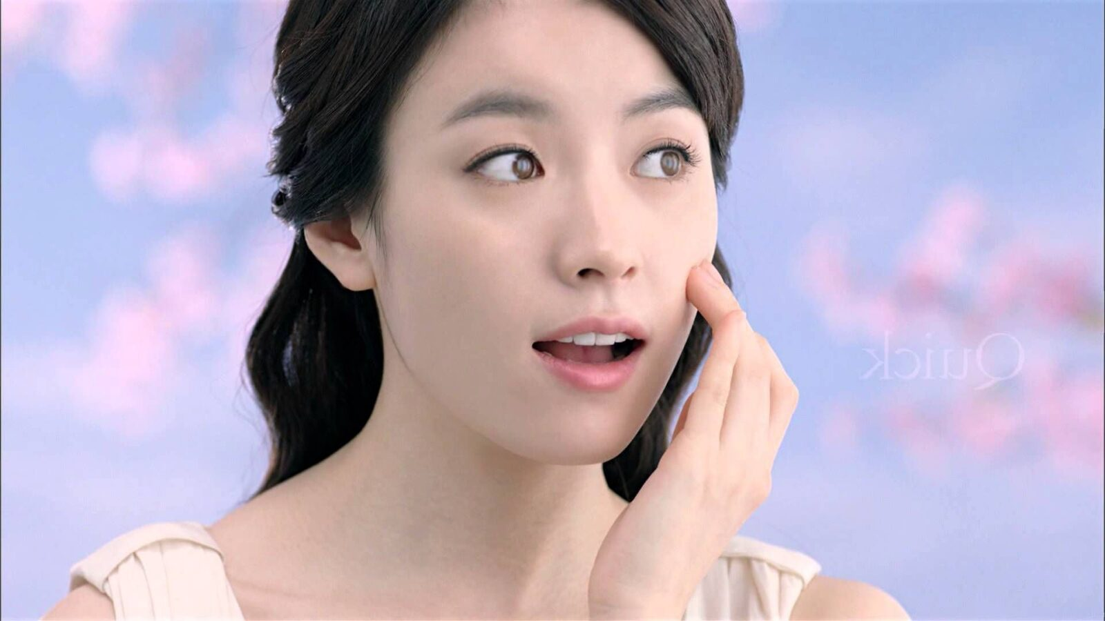 http://wallpapersqq.net/wp-content/uploads/2015/12/Han-Hyo-Joo-face.jpg