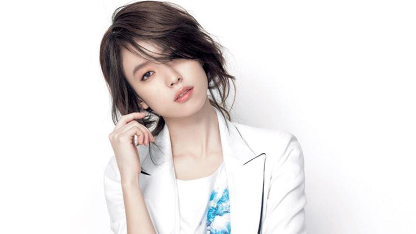 Han Hyo Joo white coat High Resolution wallpaper