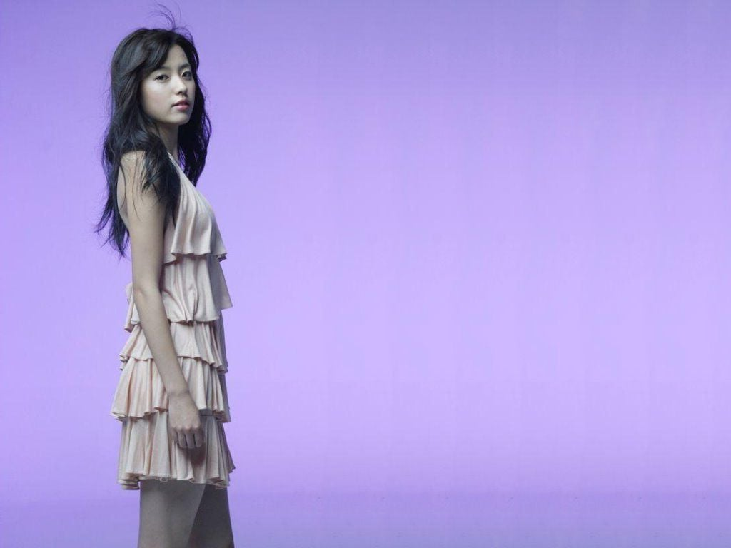http://wallpapersqq.net/wp-content/uploads/2015/12/Han-Hyo-Joo-white-dress.jpg