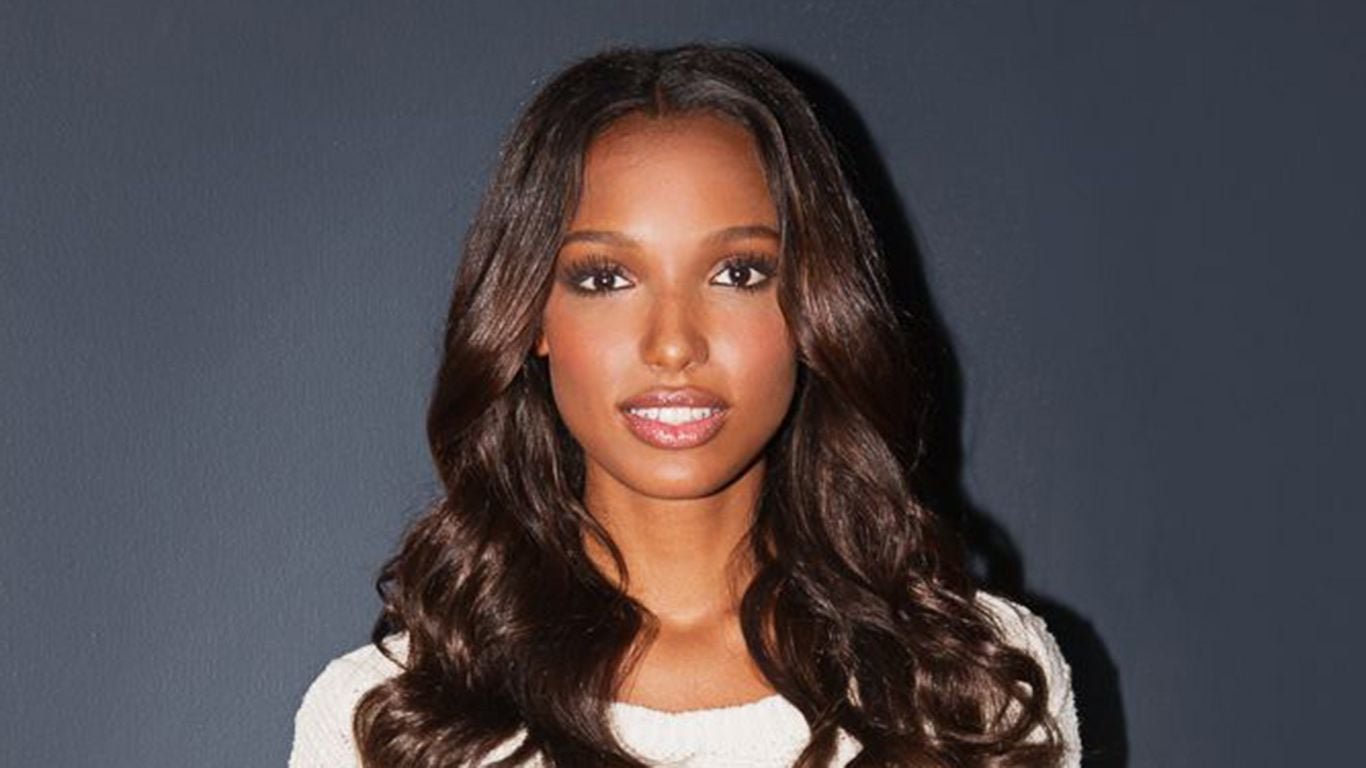 Jasmine Tookes in white sweater full HD image
