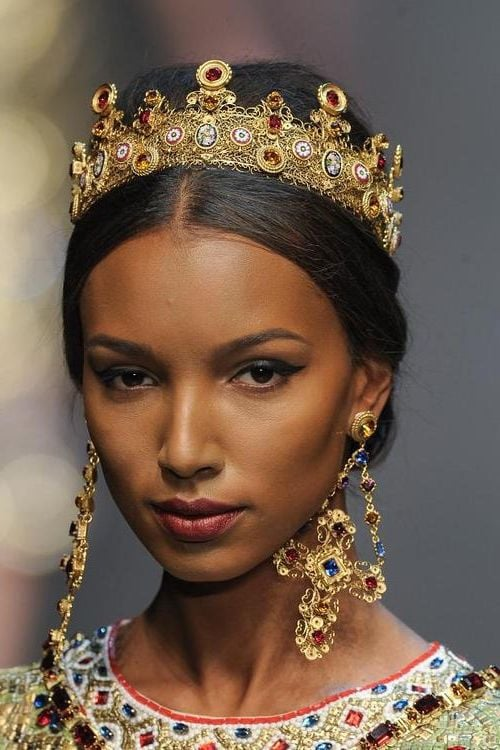 Best image of Jasmine Tookes with crown for Android