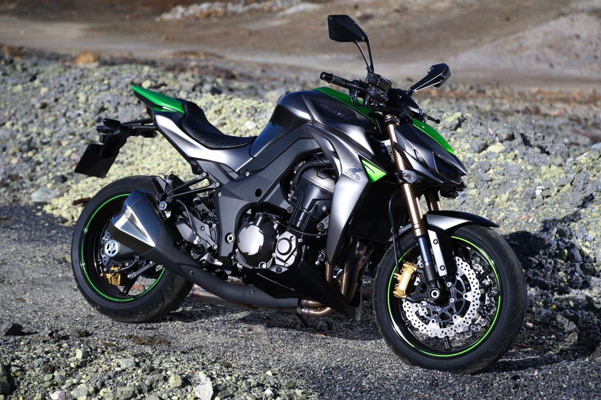 Kawasaki Z1000 HD Background