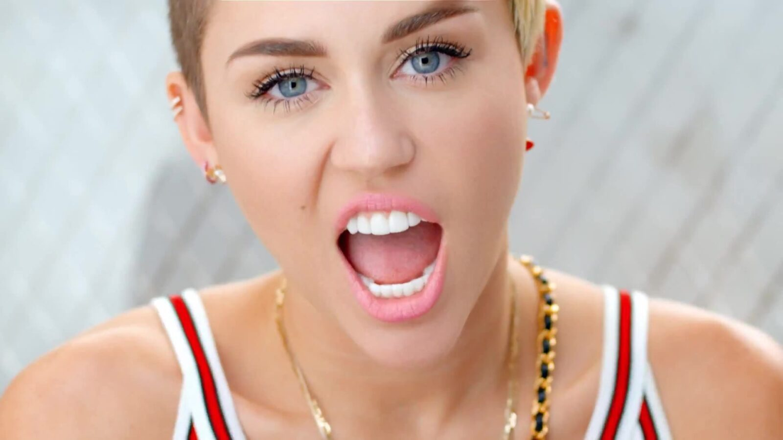 Miley Cyrus eyes makeup High Quality