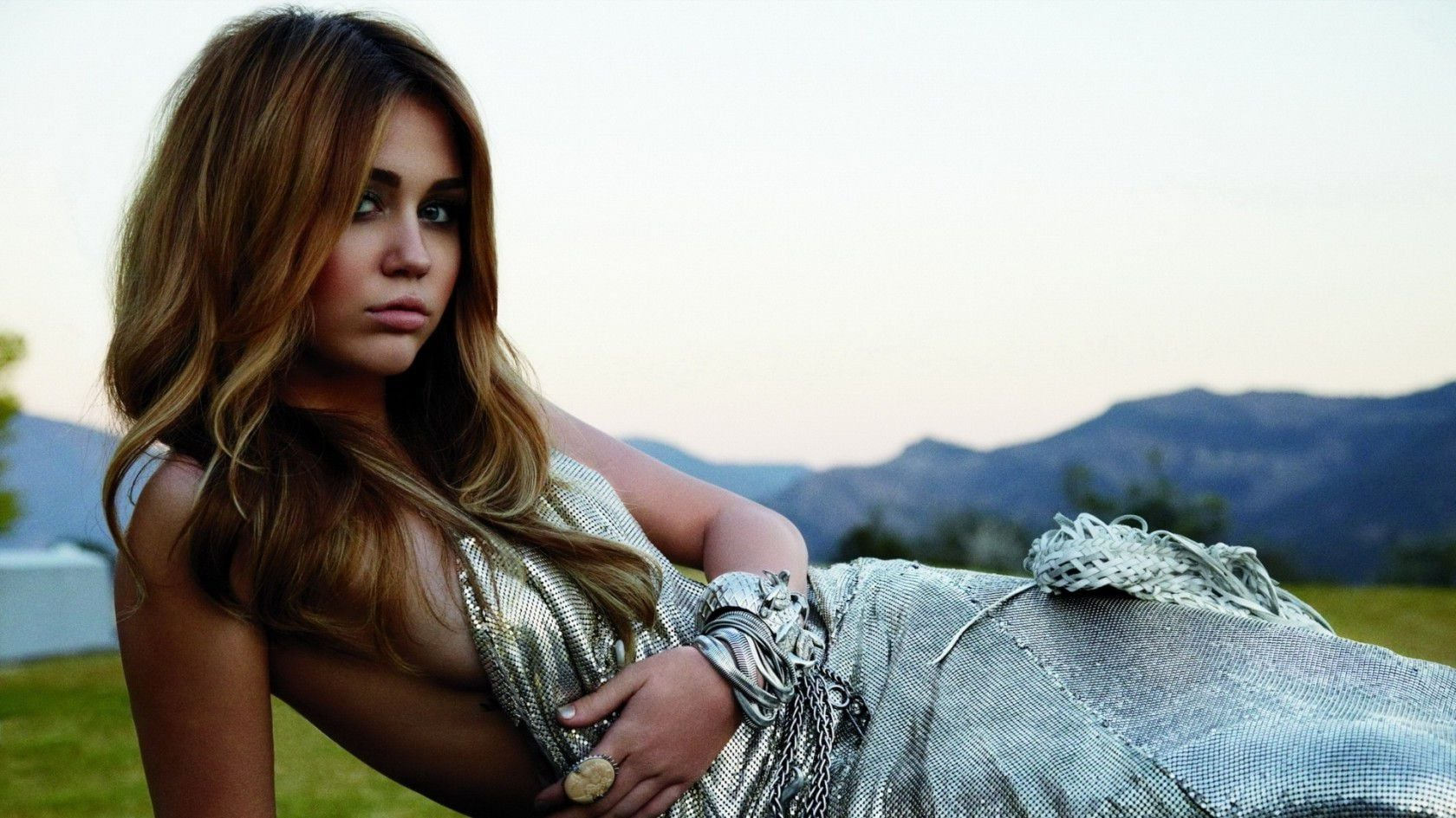 Miley Ray Cyrus in silver dress