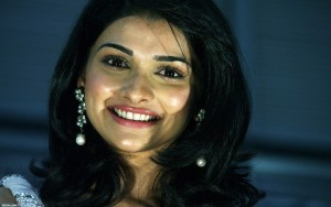 Prachi Desai smile High Quality wallpapers