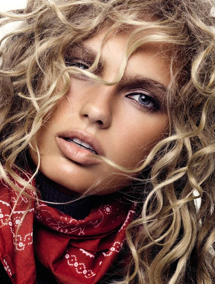 Image of Romee Strijd face and hair