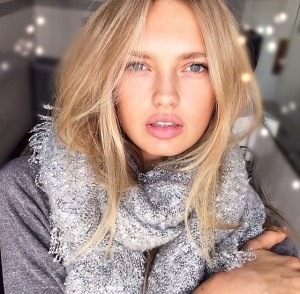 photo of Romee Strijd with scarf