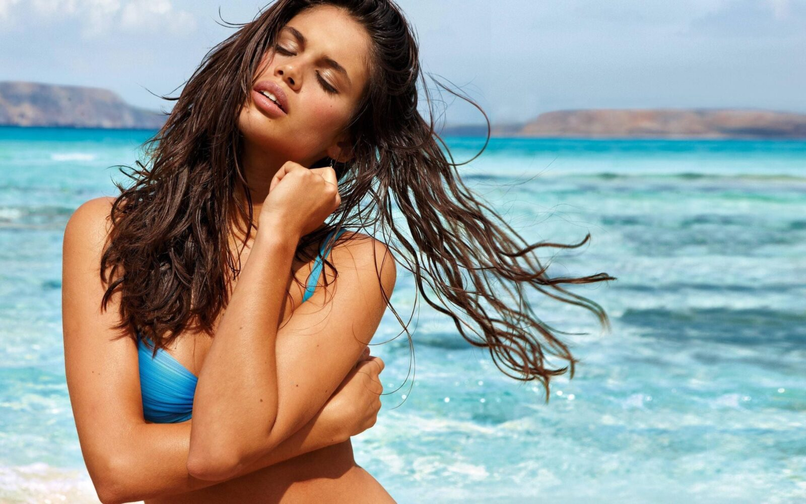 Sara Pinto Sampaio on the beach themes for PC