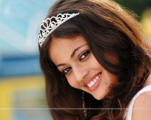 Sneha Ullal crown HD