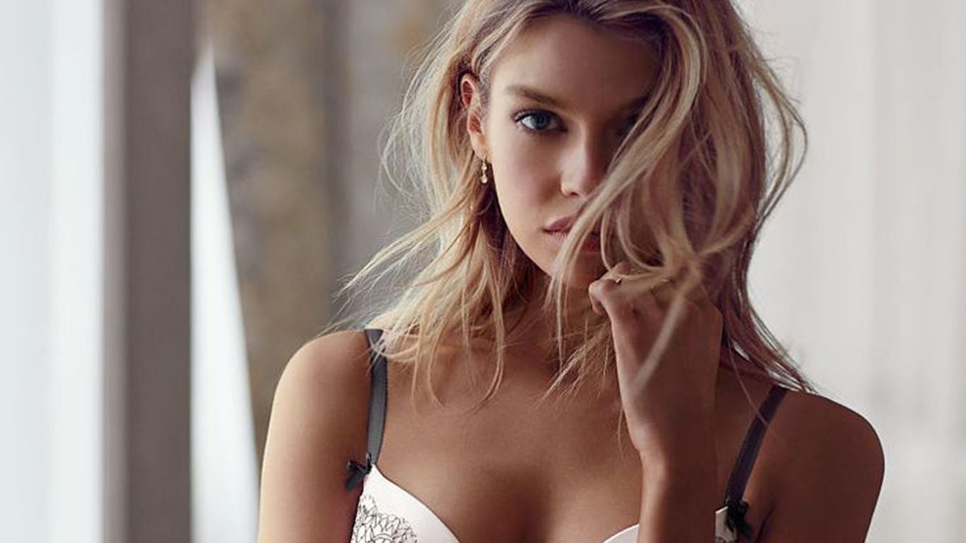 Full HD pics of Stella Maxwell for Android
