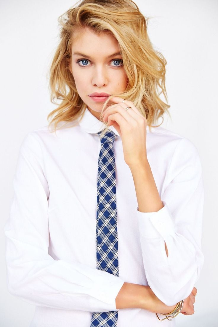 Stella Maxwell with tie HD pic