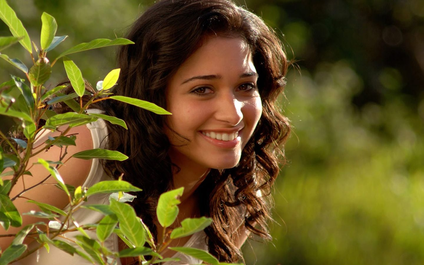 Tamannaah Bhatia smiling HD 1080p wallpaper
