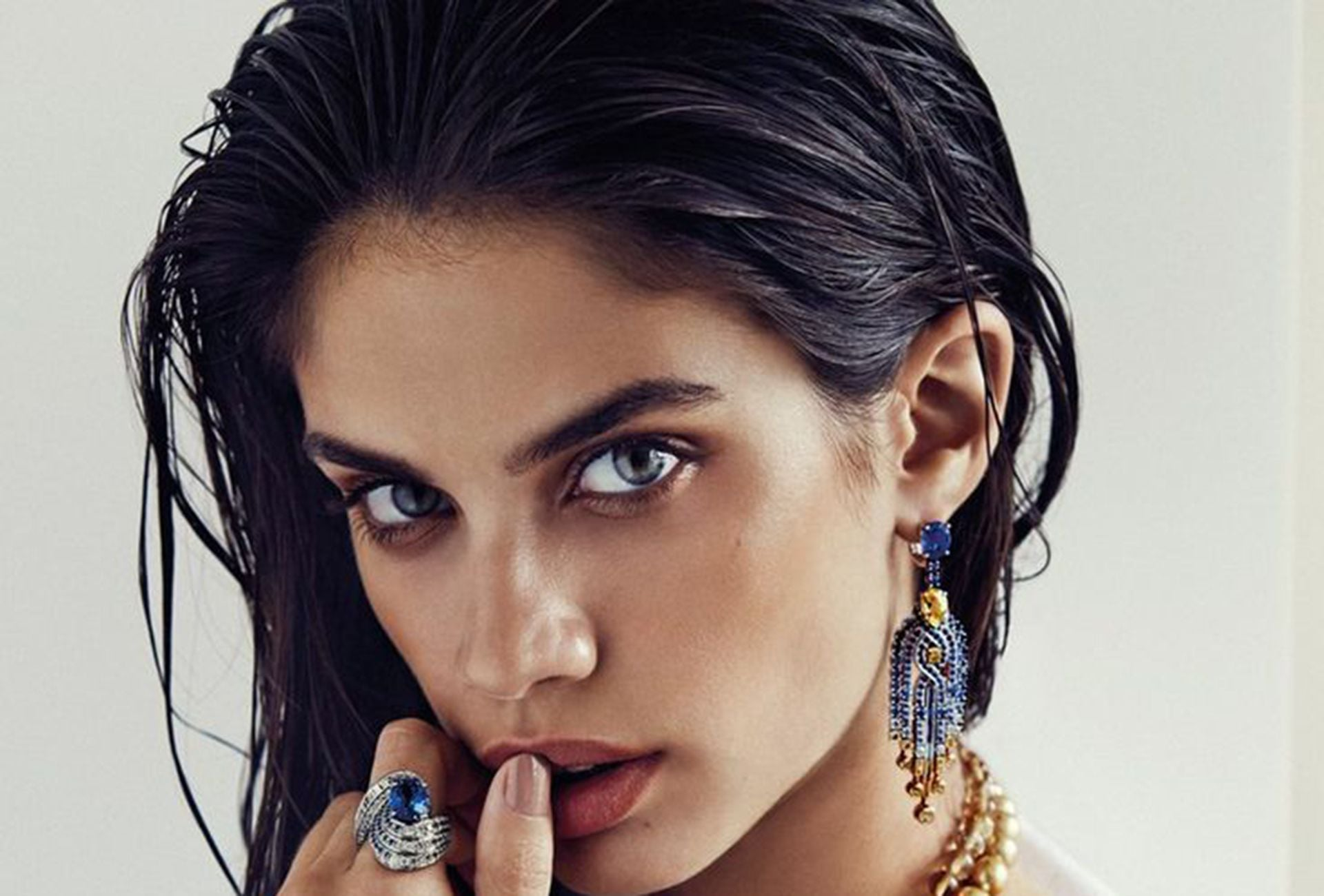 earrings by Sara Sampaio pictures