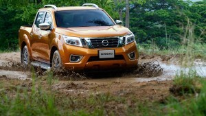 2016 Nissan Frontier Navara photo
