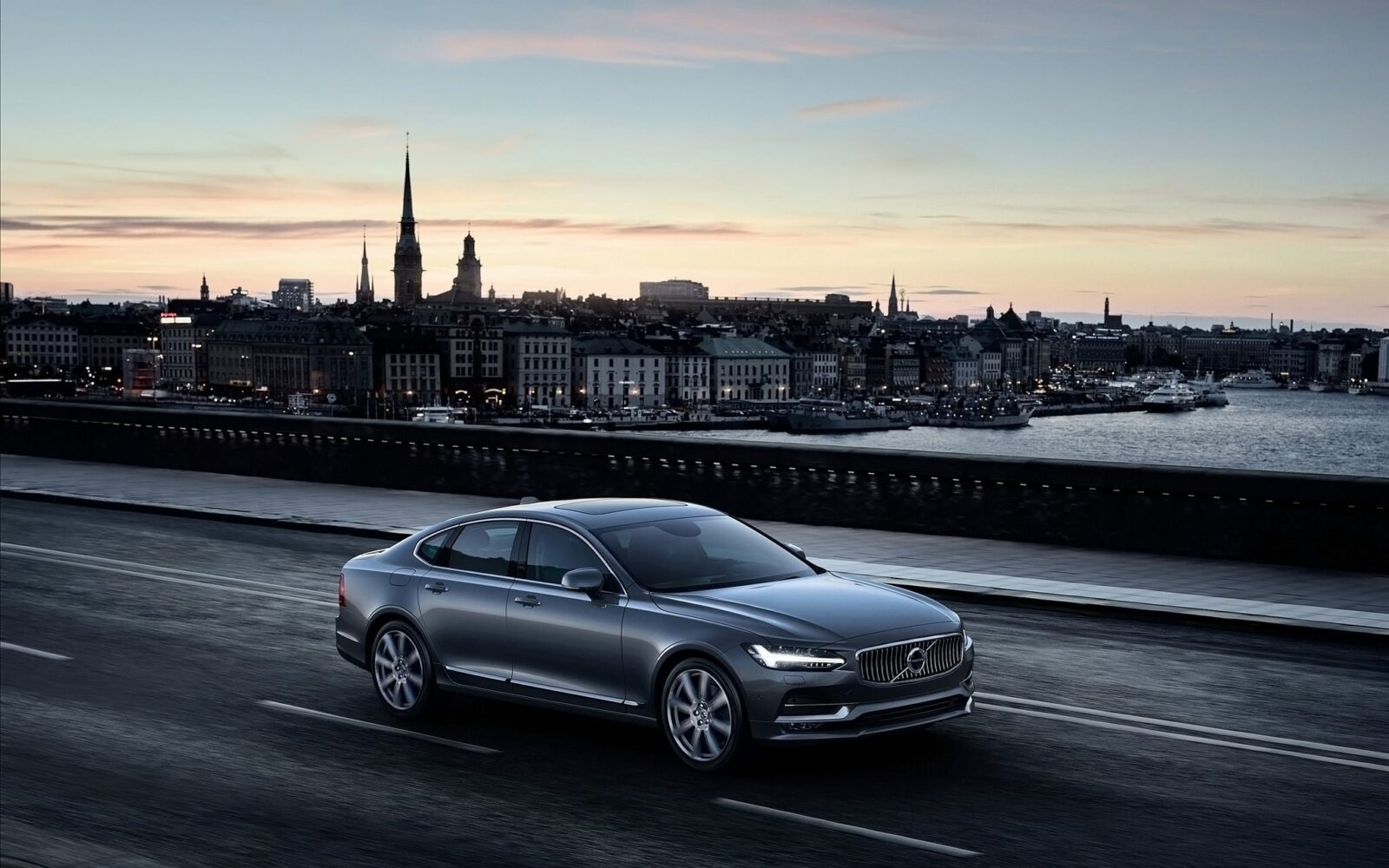 Image of 2016 Volvo S90 city