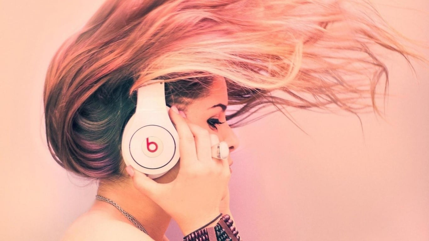 Beats By Dr Dre girl 2016